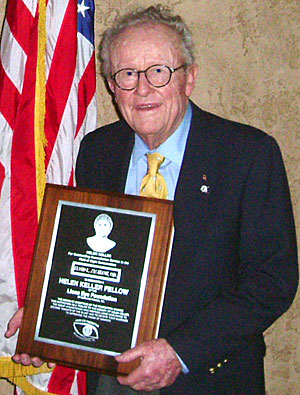 Lodi Lions Club presents award to local optometrist