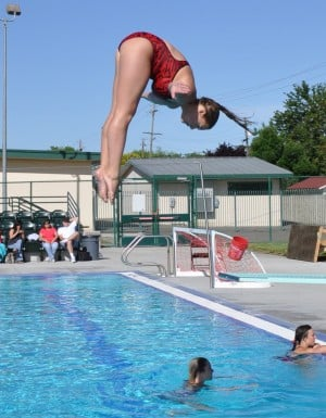 Local divers dominate at league tournaments