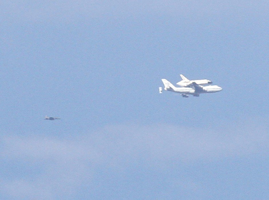 Space shuttle Endeavour goes on aerial tour