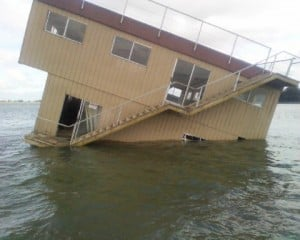 Houseboat, stranded for three days in the Delta, finally getting towed to shore