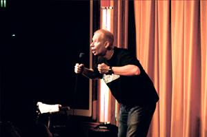 Comedian Darren Carter — the 'Party Starter' — bringing impersonations, quick wit to Lodi
