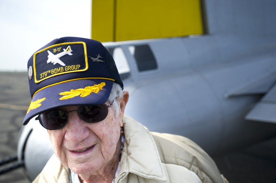 Lodi World War II veteran Chuck Casella takes another flight in B-17