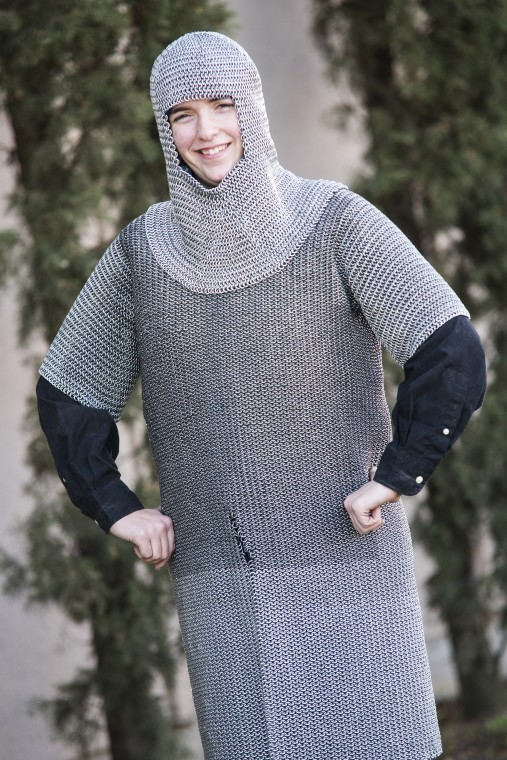 Lodis Stephanie Hollingsworth makes suit of chainmail from electric fencing wire