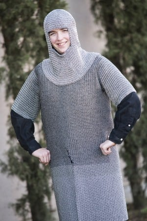 Lodi's Stephanie Hollingsworth makes suit of chainmail from electric fencing wire