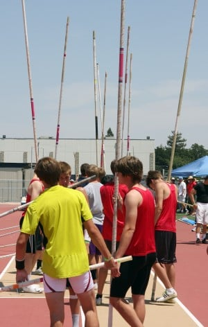 pole vaulters take flight in divisional finals - Lodinews.com: Sports