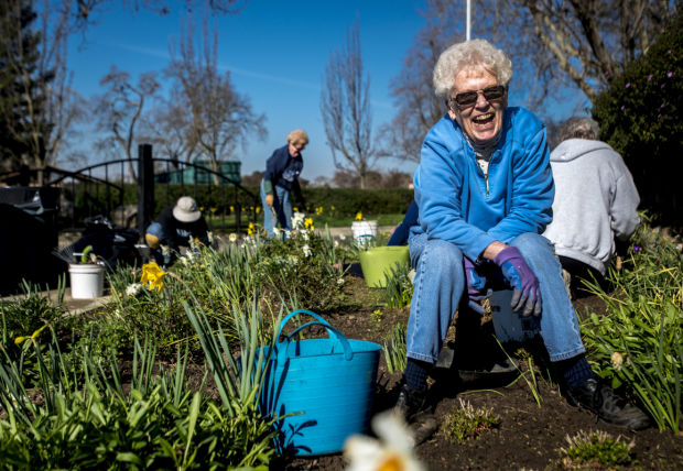 Garden Club welcomes spring to Lodi