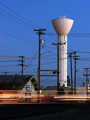 Lodians want to see words, colors on the water tower