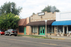 Lodi Planning Commission Approves Eastside Winery: A storefront at 606 Central Ave. in Lodi will soon be home to Viñedos Aurora's winery and tasting room. - Photo by Sara Jane Pohlman/News-Sentinel