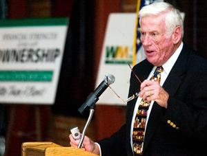 Mayor Larry Hansen points out Lodi's economic progress