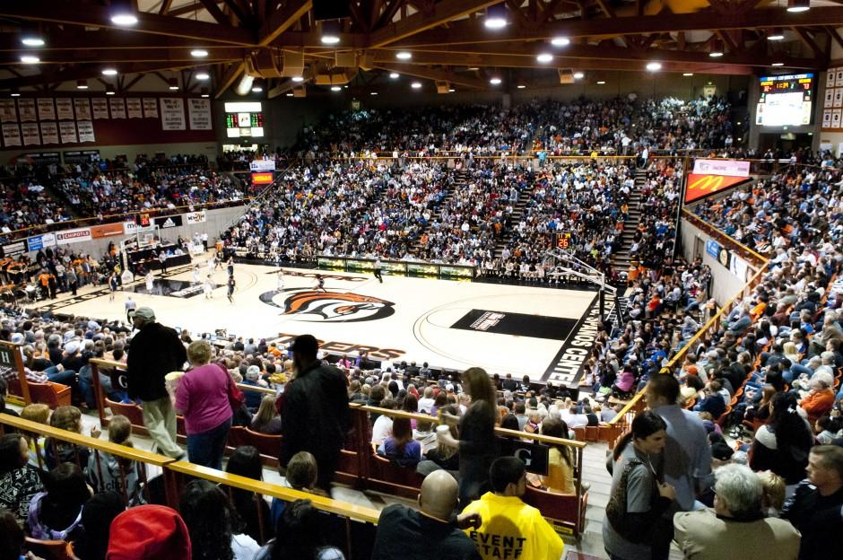 Top-ranked University of Connecticut Huskies roll past Pacific in front of sellout crowd