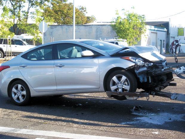 Non-injury wreck at Tokay Street, Lower Sacramento Road