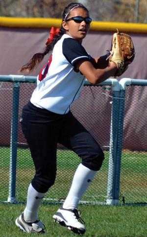 Former Lodi resident Alyssa Pinto, 14, commits to University of Washington for softball