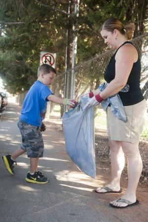 Lodi's Roman Mangrich, 5, recognized for work as one man cleaning crew