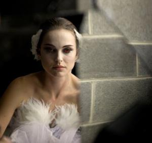 Immerse yourself in madness of 'Black Swan'