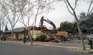 Former Scrambl'z, Lyon's restaurant building demolished