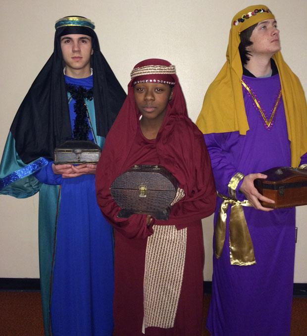 Jim Elliot Christian High School drama students prepare for nativity event