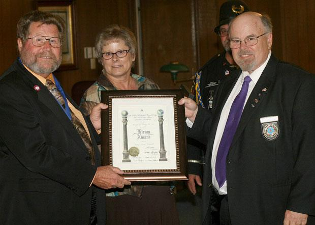 Former master receives Woodbridge Masonic Lodge 131 Hiram Award