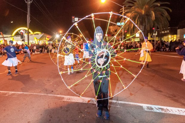 Crowds brave cold weather for annual Parade of Lights in Downtown Lodi