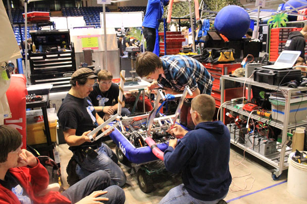 Jim Elliot Christian High School Robotics Team on way to world championship