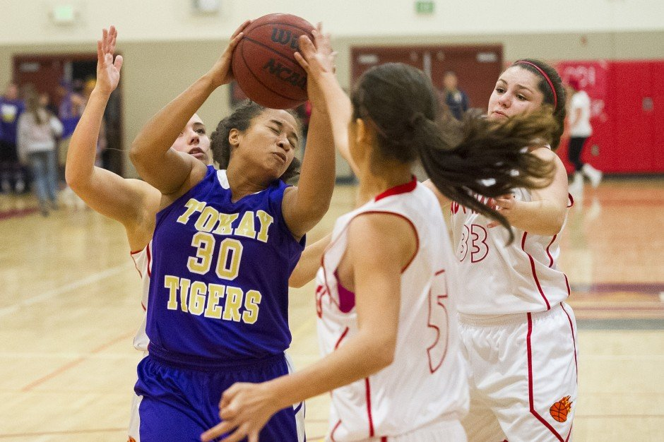 Girls basketball: Flames hold off Tigers late charge in thrilling finish 