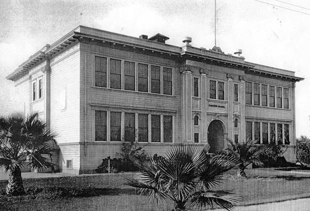 1922: School's out for Lodi school board members