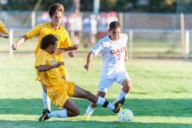 Boys soccer: Warriors edge Tigers