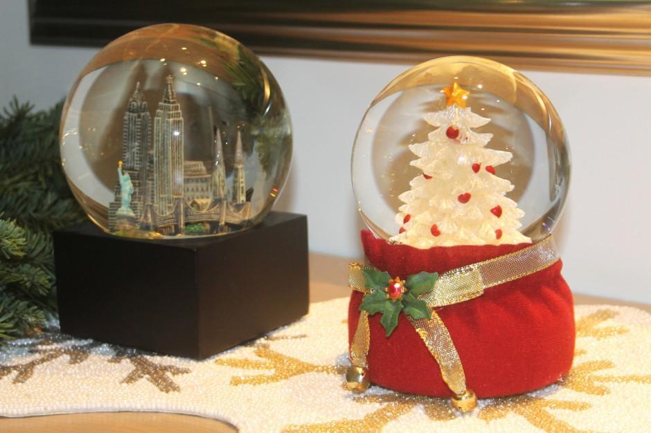 View Christmas decor on Omega Nu's Holiday Home Tour