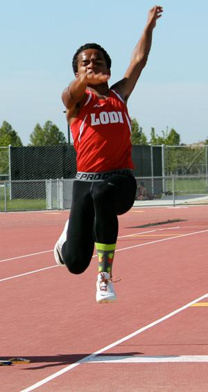 Boys track and field: Elijah McDowell sets record, leads Flames over Titans