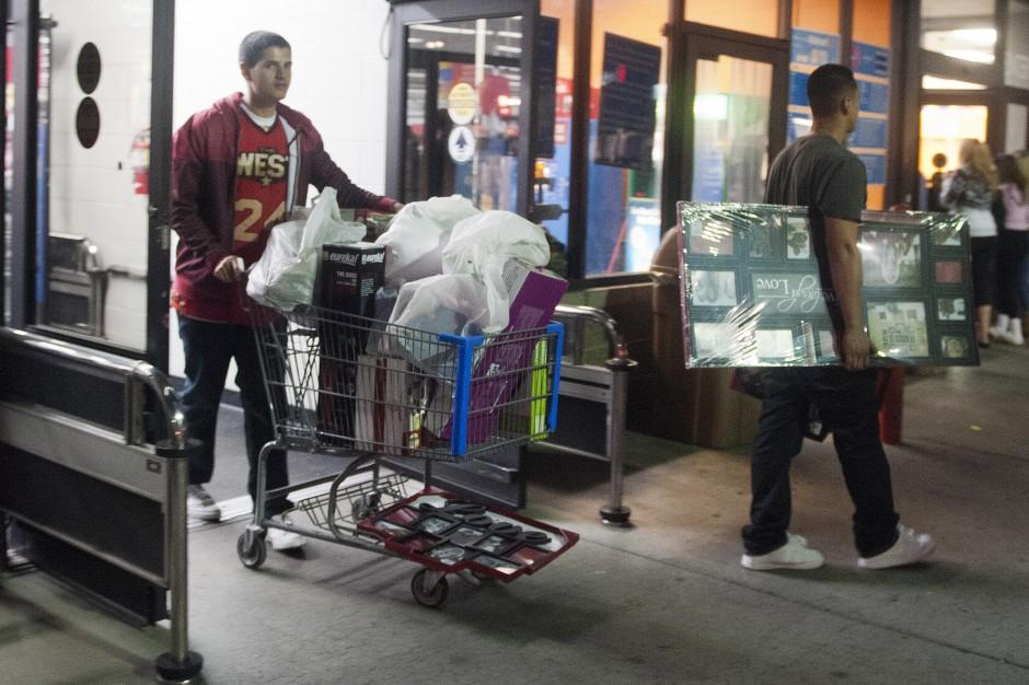 Lodi shoppers brave Black Friday sales