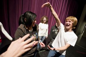 Teen jokesters bring out laughs in Lodi