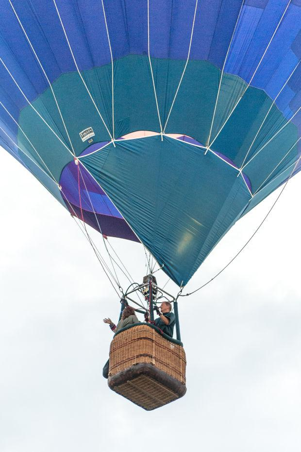 RE/MAX hot air balloon entertains crowds at Labor Day Lodi