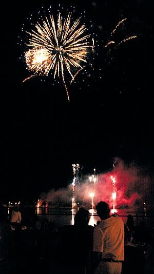 Thousands flock to Lodi Lake for celebration of 4th, fireworks