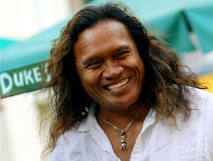 Hawaiian singer/songwriter Henry Kapono Ka'aihue brings acoustic show to Lodi