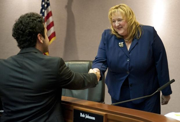 Lodi City Council elects JoAnne Mounce mayor in a surprise 4-1 vote