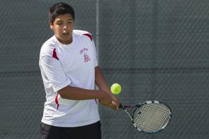 Boys tennis: Flames beat Yellowjackets
