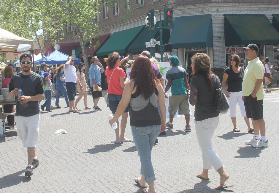 Thousands seek hot deals at Lodi Street Faire