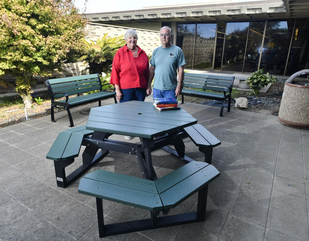 39 Friends 39 Donate Patio Furniture To Lompoc Library Local News
