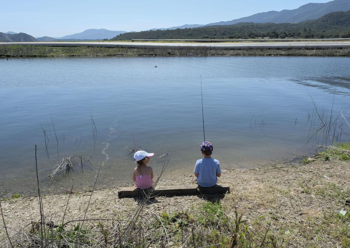 Hundreds of people descend on cachuma lake in quest for for Lake cachuma fishing report