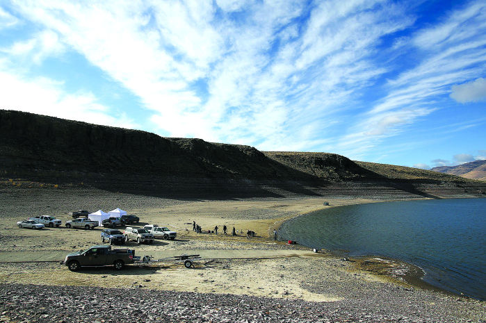 toxic algae in salmon reservoir  officials warn
