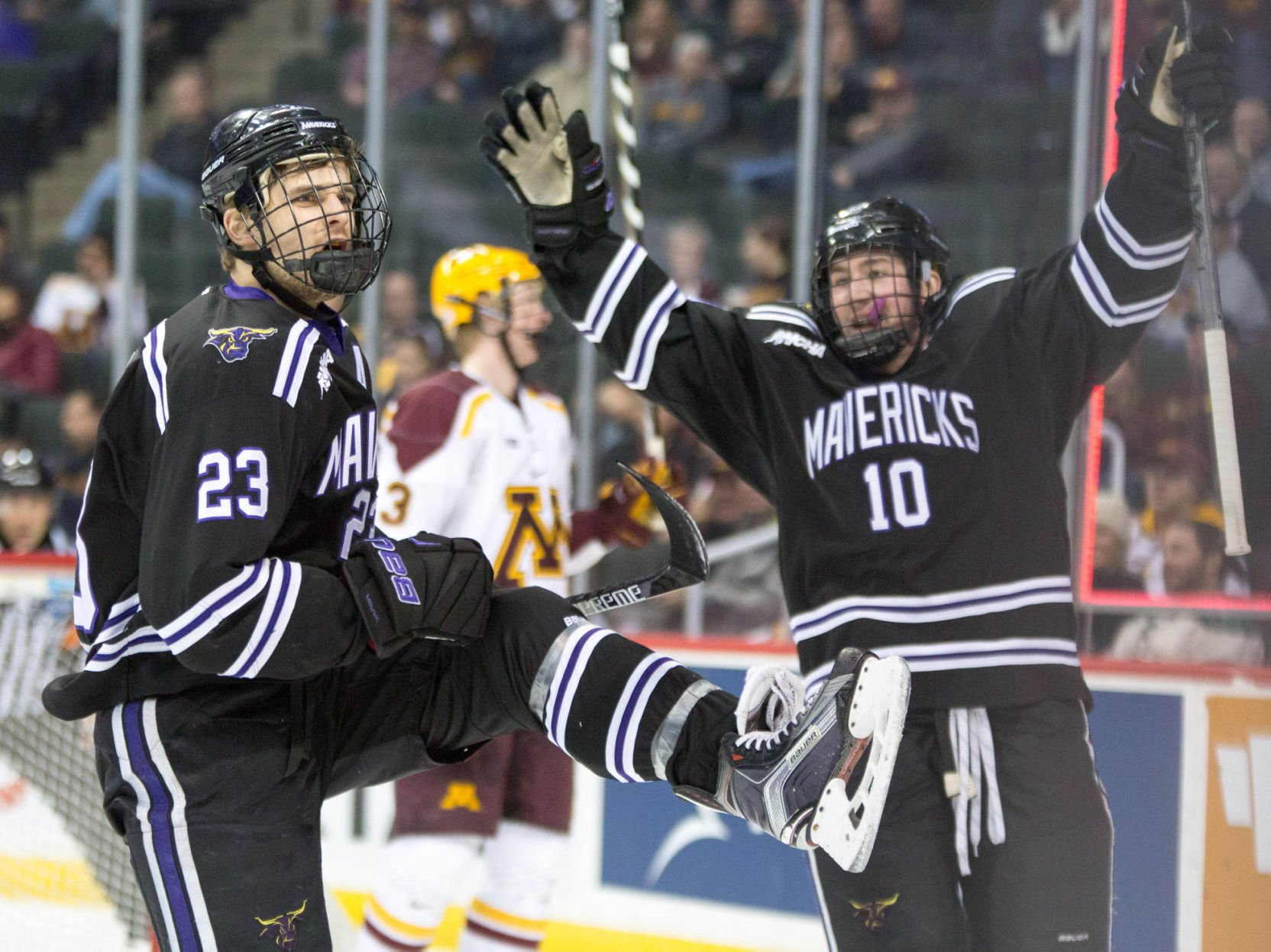 NCAA: Mavericks 3, Gophers 2