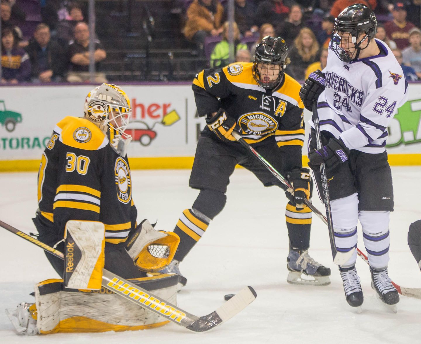 WCHA: Mavericks 1, Huskies 1