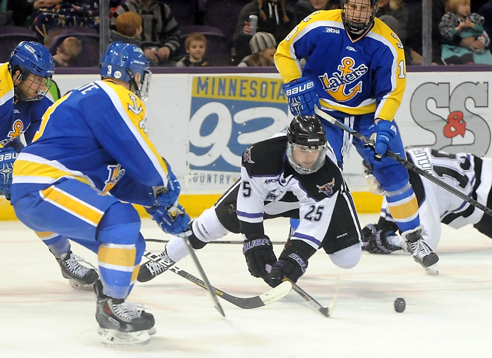 WCHA: Mavericks Sweep Lakers, Punch Ticket To Final Five