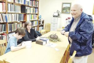 Mead signs books at McLean County Library