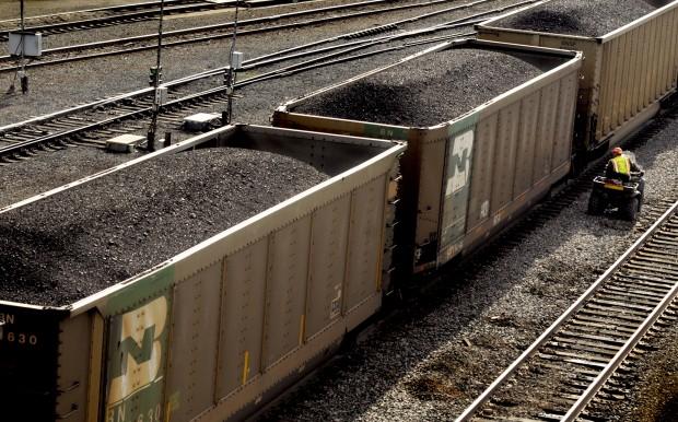 041512 coal trains2 kw.jpg