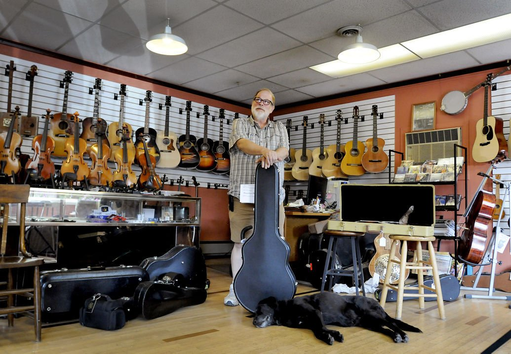 Greg boyd 39 s house of fine instruments is world renowned for Local house music