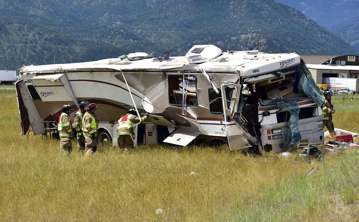 4 Adults Taken To Hospital After Rv Rolls On Interstate