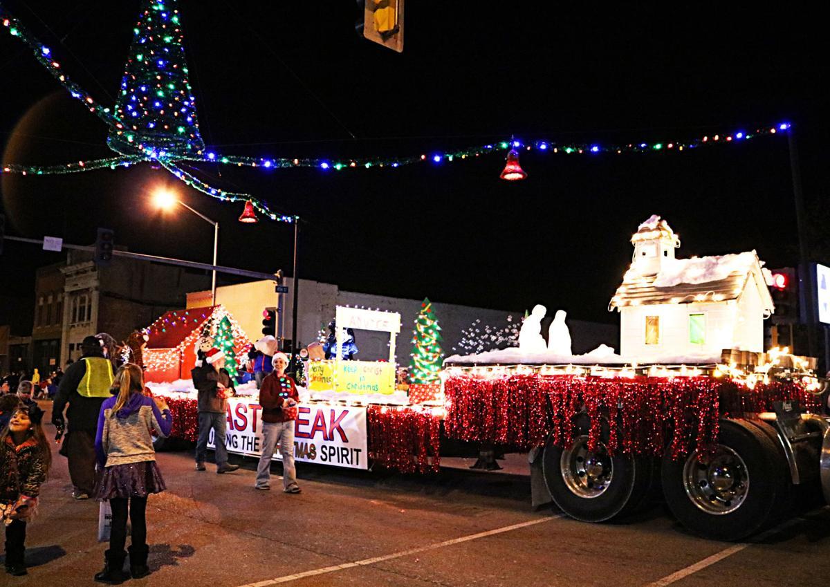 2016 Mount Carmel Christmas Uptown & Parade Photos