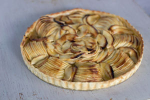 One simple slicing trick to bake a beautiful tart