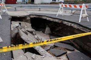 Sinkhole opens up near 4th Street restaurant