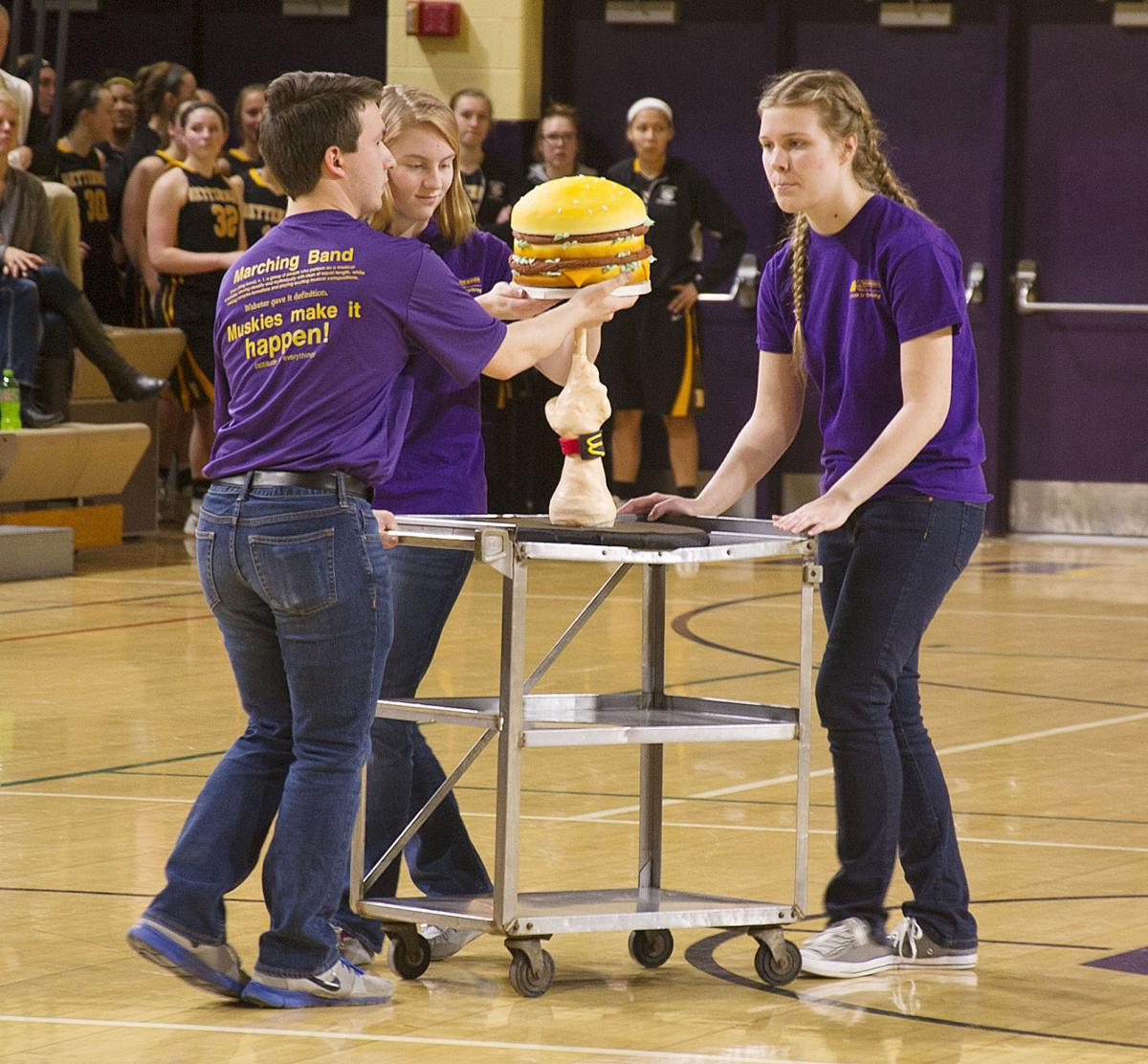 Muscatine High School Cake Auction